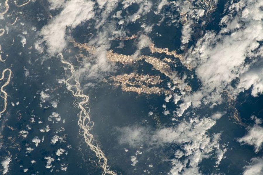 «Ríos de oro» en Perú: las imágenes de la NASA que revelan el alcance de la minería ilegal en la Amazonía